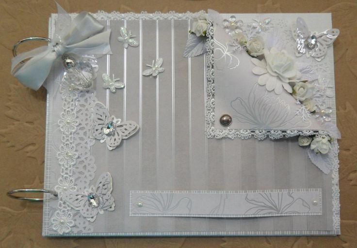 Livro de Assinatura para casamentos no tamanho 21x27, com capas decoradas com material importado. Caixa de mdf também decorada, que pode ser forrada ou não (ela é opcional).