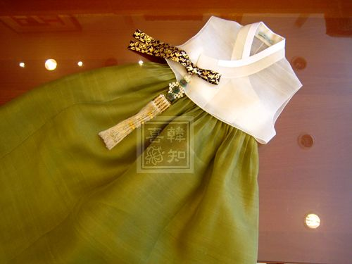 Summer hanbok for summer wedding