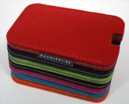 By Dutch Bouwjaar'63: iphone hoes  wolvilt   13.2 cm x 8.6 cm x 1 cm (h x b x d).  € 21.00