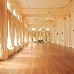 5 awesome tips on how to save money on your wedding venue. A must read for brides and grooms to be!