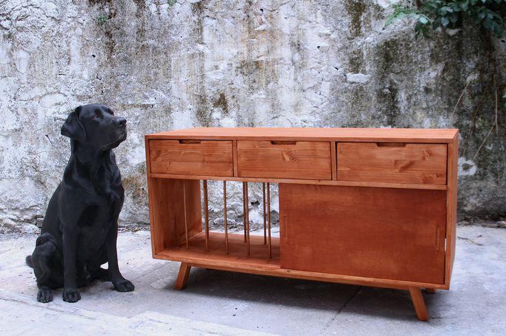 Para o gira-discos e vinis (o móvel!) / For turntable and vinyl (not the dog!)