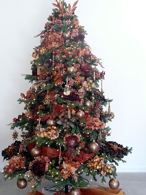 73 best christmas in burgundy images on pinterest for Maroon christmas tree decorations
