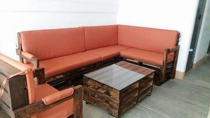 This image will give you out the best idea to arrange a separate L shaped couch and center table piece in your house lounge areas. A wood pallet couch and table set is considered as the main necessity in almost all the houses now. Stylishly design it with the simple framework style that makes it turn out to be perfect for the seating purposes.