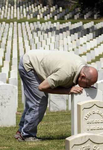 This touching photo epitomizes the fact that our loved ones are never forgotten once they leave this earth....and we never stop loving them.   (Photo taken on Memorial Day).