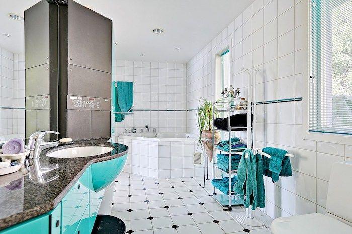 1001 Ideen Zum Thema Welche Farbe Passt Zu Grau Blaues Badezimmer Kleines Bad Dekorieren Handtucher Aufhangen