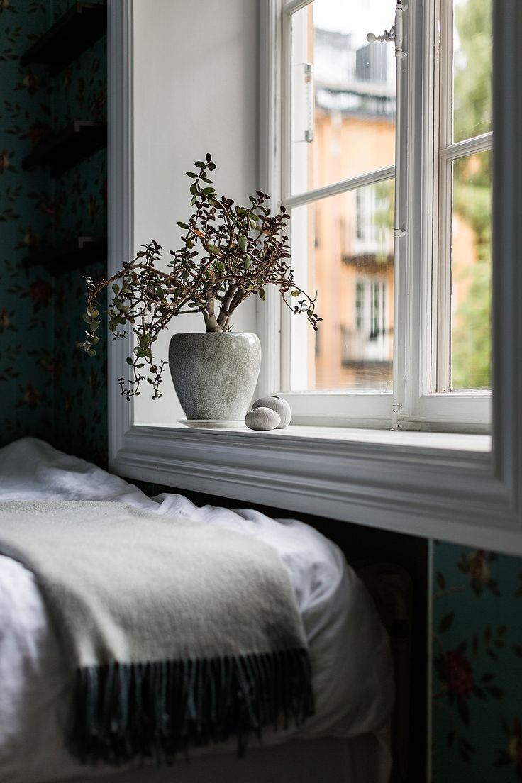 sveavägen 121 stockholm bedroom window flower wallpaper Fantastic Frank