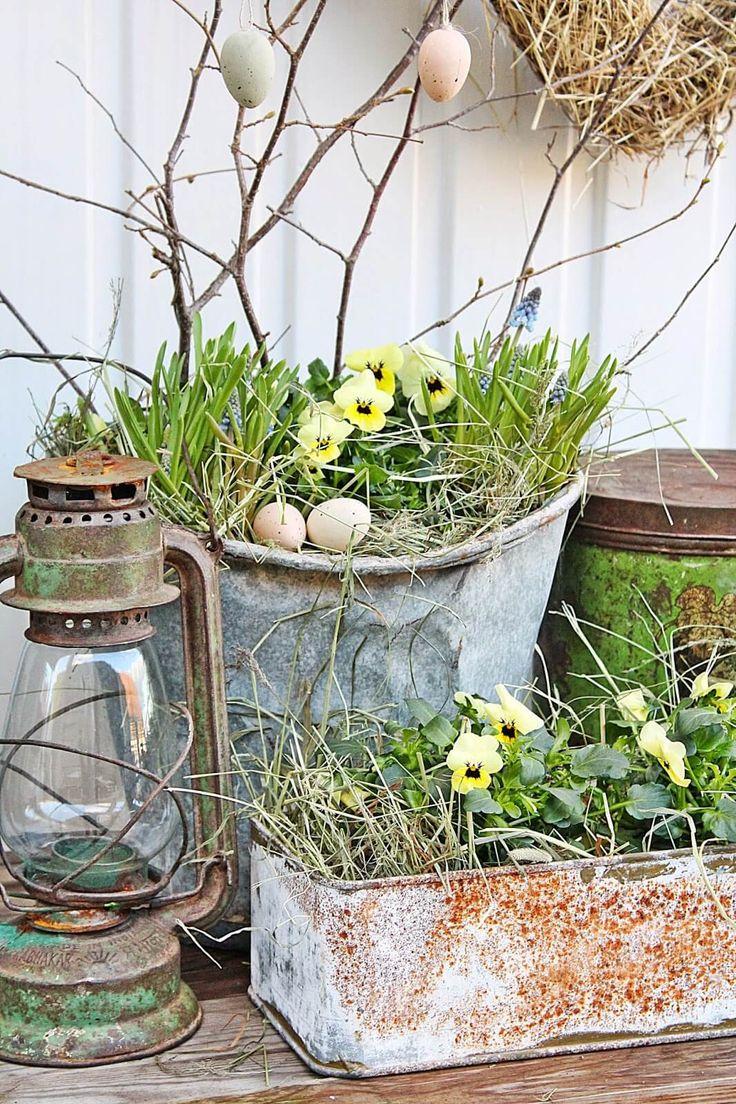 Schäbige schicke Oster- oder Frühlingspflanzer