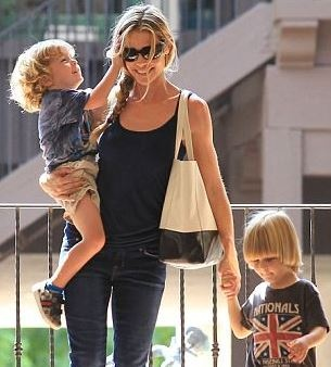 Hollywood News: Charlie Sheen and ex-wife Denise Richards keep temporary custody of Brooke Mueller's twins | AT2W