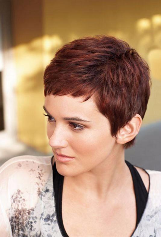 50 Yaş Sonrası İçin İddialı Kısa Saç Modelleri - 50'den Sonra Hayat