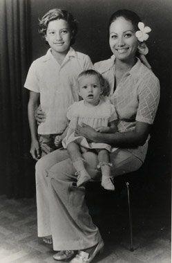 Third wife, Tarita Teriipia (1962–1972) with Simon Teihotu & Cheyennehttps://www.facebook.com/marlon.brando.fanpage/photos