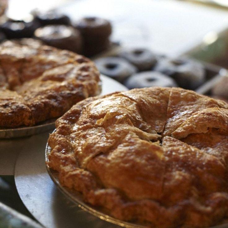 DONE  Ajouter 4 épices. Vanille (un peu) dans le croute. Deux pommes douces + 4 grany smith. Plat plus profond et un peu moins grand à envisager.   Cold butter is critical for flaky doughs; as the apple pie bakes, the floury…