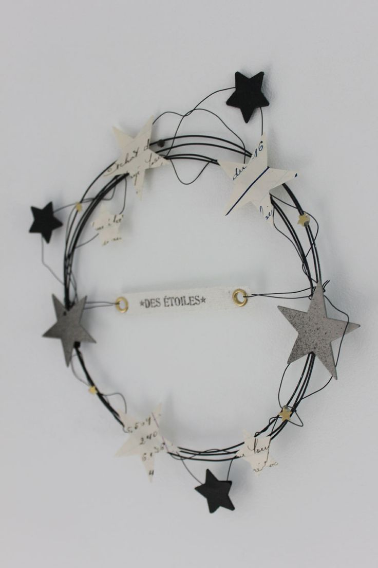Star + wire wreath, so cute!