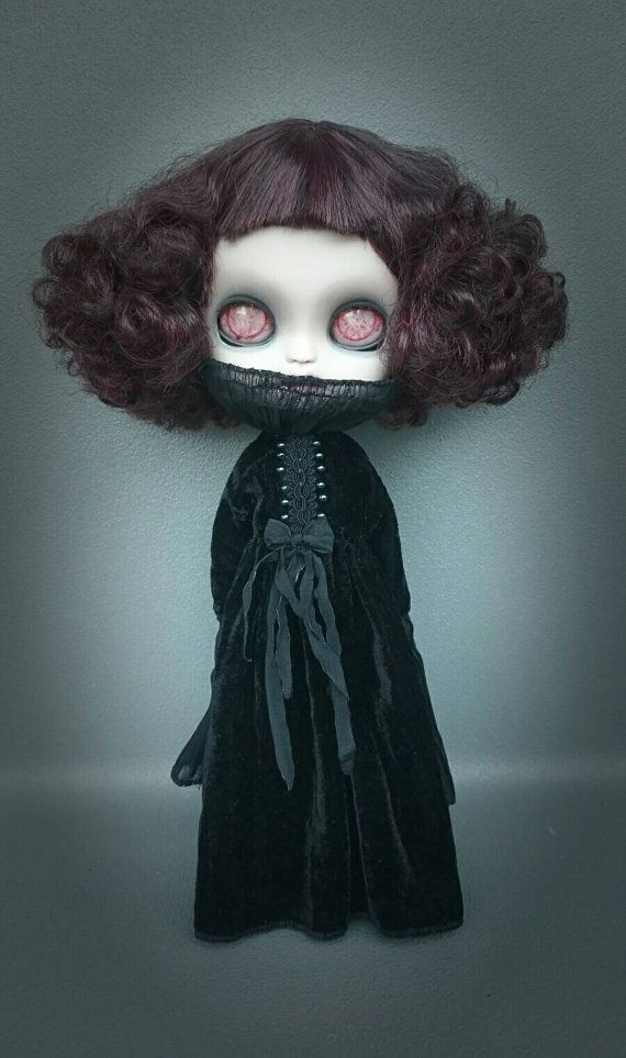 Guarda questo articolo nel mio negozio Etsy https://www.etsy.com/listing/478737711/blythe-dress-spooky-gothic-collection