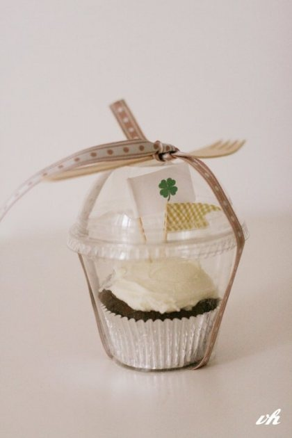 nice packaging for cupcakes, love the St. Patrick's Day theme!