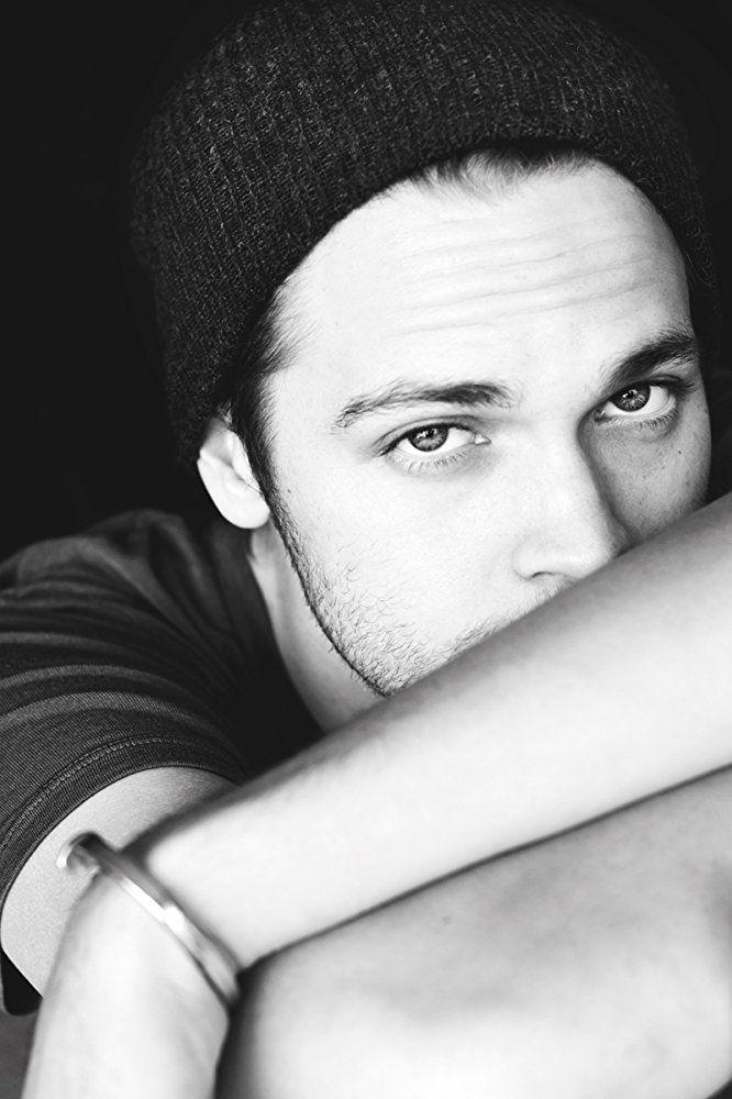 (Alexander Calvert) Dallas Winchester.