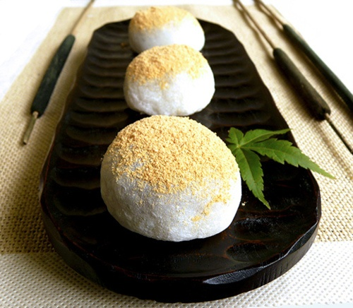 Japanese sweets -daifuku mochi-; photo by Okashi and Cats on Flickr