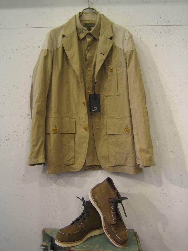 Redwing Shoes Mohave Leather  모하브가죽은 1차 세계 대전 때 군화에 쓰이던 가죽입니다. 그래서 통기성이나, 방수성이 우수한 가죽입니다.