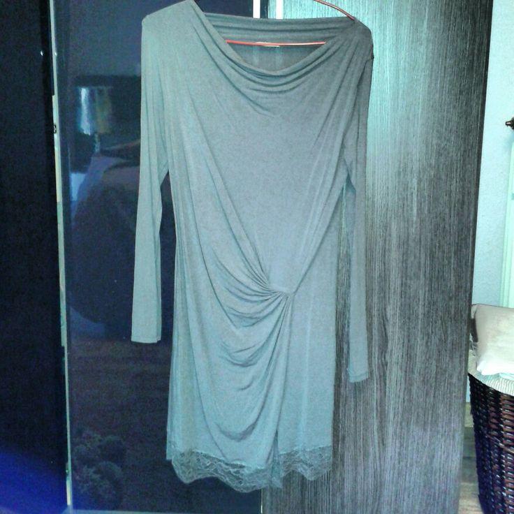 Vestido gris manga larga con blonda abajo talla M #sevende #segundamano #yanomevale