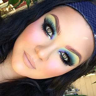 I can see Katy Perry doing a makeup style like this....  love the look but I usually just use light Browns and golds on my eyes....