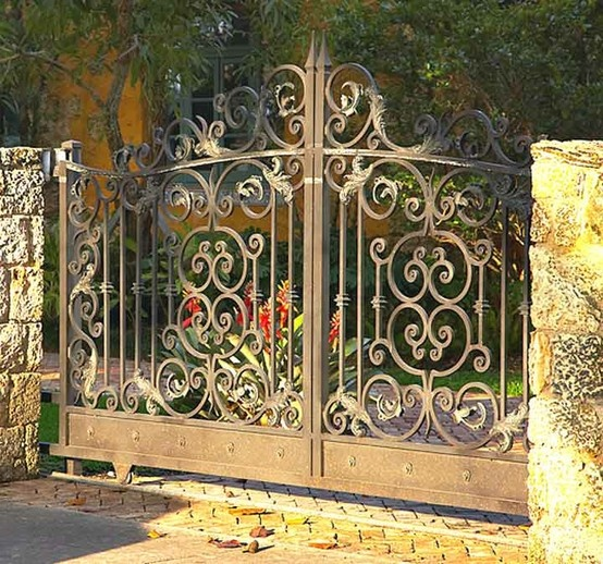 DREAM HOME ELECTRONIC GATES BUT WOULD HAVE TALLER SIDE COLUMNS