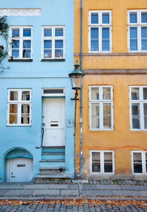 Colourful buildings in Christianshavn, Copenhagen (travel, visit, denmark, Danmark, København, Europe, old, fall, autumn, leaves, photo, photography, Scandinavia, capital, beautiful, city, area, neighbourhood, yellow and blue)