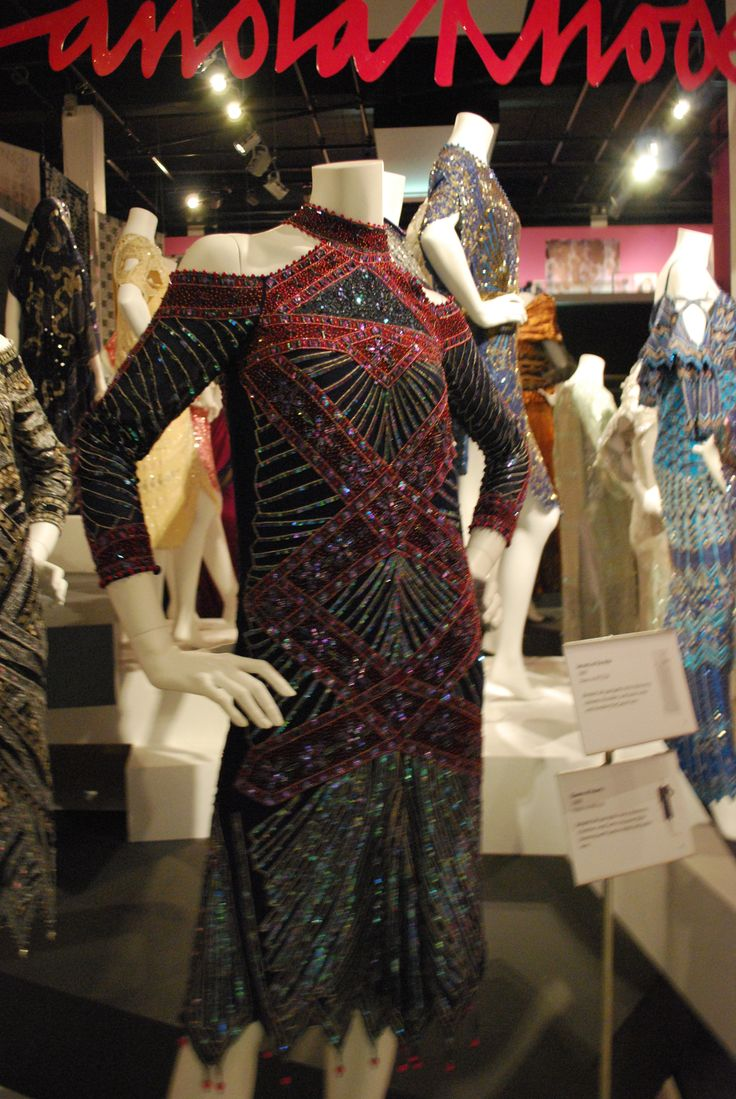 D Exhibition London : Zandra rhodes fashion textiles museum london