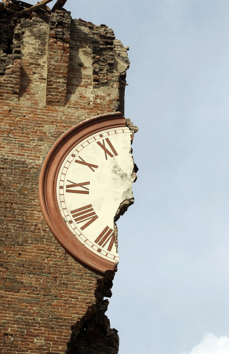 1/2 the time.: Earthquake Half Time, Earthquake What Time, Earthquake Weather, Italy Earthquake, Earth Clocks, Earthquake Damaged, Earthquake Aftermath, Broken Clocks, Clocks Watches