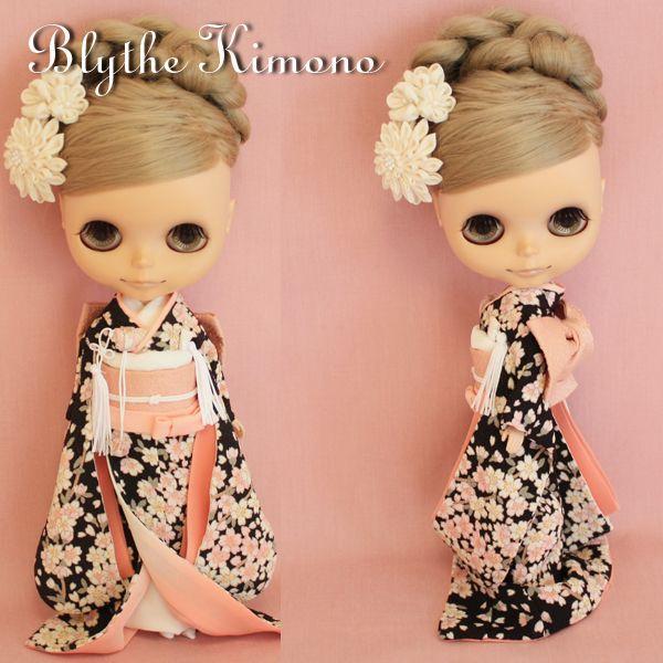 xevlx             ・・・ 上記の画像は フォトアップで掲載しました ・・・     ◆ ・ ◆ ・ ◆ ・ ◆ ・ ◆ ・ ◆ ・ ◆ ・ ◆ ・ ◆ ・ ◆ ・ ◆ ・ ◆     ◆商品について ★ブライスのお着物 Japanese-style wedding 枝垂桜模様のお引きずり振り袖 花嫁 ☆着物:ちりめん ポリエステル新布(総裏仕立て)だて襟付き     ☆帯:正絹古布 ☆はこせこ:金襴     ☆懐剣:正絹古布 ☆裾除け:正絹古布 ☆抱え帯:正絹古布 ☆髪飾り(2点):...