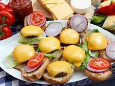 If you are tailgating for an #NFL game today, here's how to make a cheeseburger with all the taste and half the calories: http://abcnews.go.com/GMA/recipe/rocco-dispiritos-cheeseburger-14096577 cooking football couchgating recipe diet fitness health