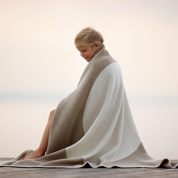 VERA blanket in lambswool/cotton, nougat/vanilla, Pappelina