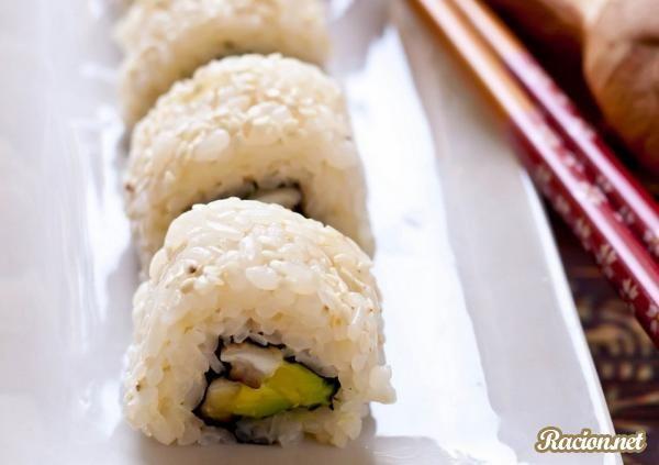 Рецепт Суши ролл с шиитаке и авокадо. Приготовление   блюда