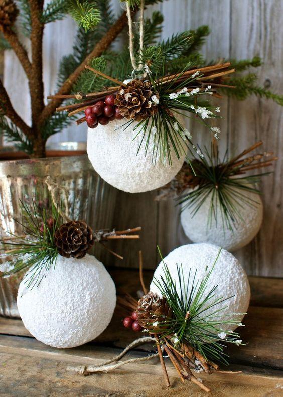 styroporkugeln kunstschnee basteln ideen schöne weihnachtsdeko #weihnachtsdeko #christmas