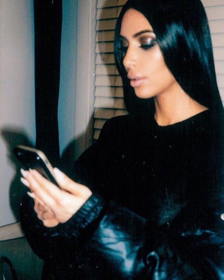 Kim Kardashian @ LuMee Duo Black iPhone 7Puls,6sPlus,6Plus . #KimKardashian #KimKardashianwest  #Celebrity #la #ny #LuMee #LuMeeduo #iphone7 #selfie #white #beauty #makeup #nail #iphonecase . #キムカーダシアン #キムカーダシアンウエスト #ルミー  #セルフィー  #セルフィーライト  #ビューティー #メイクアップ #セレブ  #セレブリティー #黒 #ネイル http://tipsrazzi.com/ipost/1511938325186682227/?code=BT7e-VrDR1z