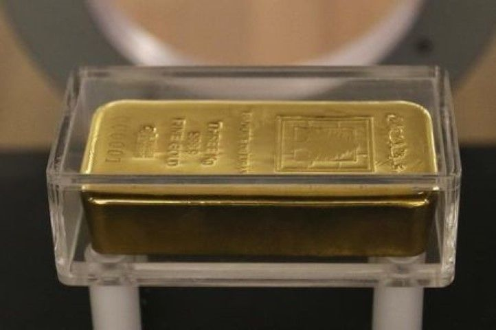 GOLD GAINS AS DOLLAR DIVES TO 8-MONTH LOWS  BUZ INVESTORS GOLD GAINS  Gold prices bounced off session lows, buoyed a slump in the dollar as U.S. political uncertainty resurfaced, after the Senate's decision to delay a vote on a healthcare bill raised fresh doubts about President Trump's ability to deliver on his pro-growth …