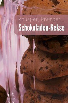Knusprige Schoko-Kekse mit Haselnuss und Zartbitterschokolade   Zeit: 30 Minuten   http://eatsmarter.de/rezepte/schokoladen-kekse