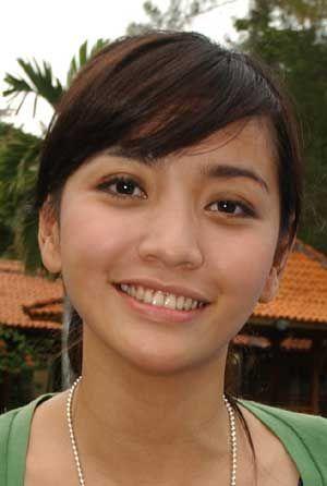 Hesti Purwadinata (lahir di Bogor, Indonesia, 15 Juni 1983; umur 29 tahun) adalah pembawa acara berita Indonesia berdarah Sunda. Ia menjadi anchor dalam program gosip Kabar Kabari. Dia adalah alumnus Public Relation Interstudi Dan Teknik Informatika Universitas Gunadarma Jakarta.