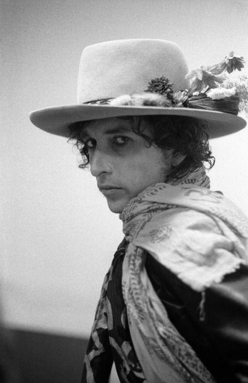 Bob Dylan's flowered hat on the Rolling Thunder Revue, November 13, 1975, New Haven CT, by Ken Regan