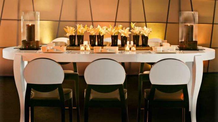 Tavolo Calligaris in legno bianco - Tavoli ovali Calligaris per una sala da pranzo accogliente.