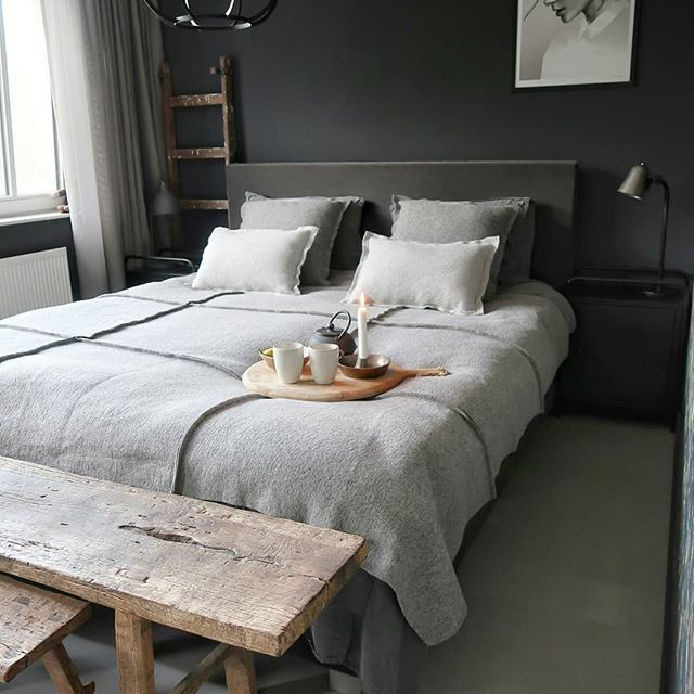 Love This Dark Grey Bedroom With Gorgeous Rustic Wooden Bench And Earthy Natural Colours Modern Rustic Bedrooms Bedroom Inspiration Scandinavian Rustic Bedroom