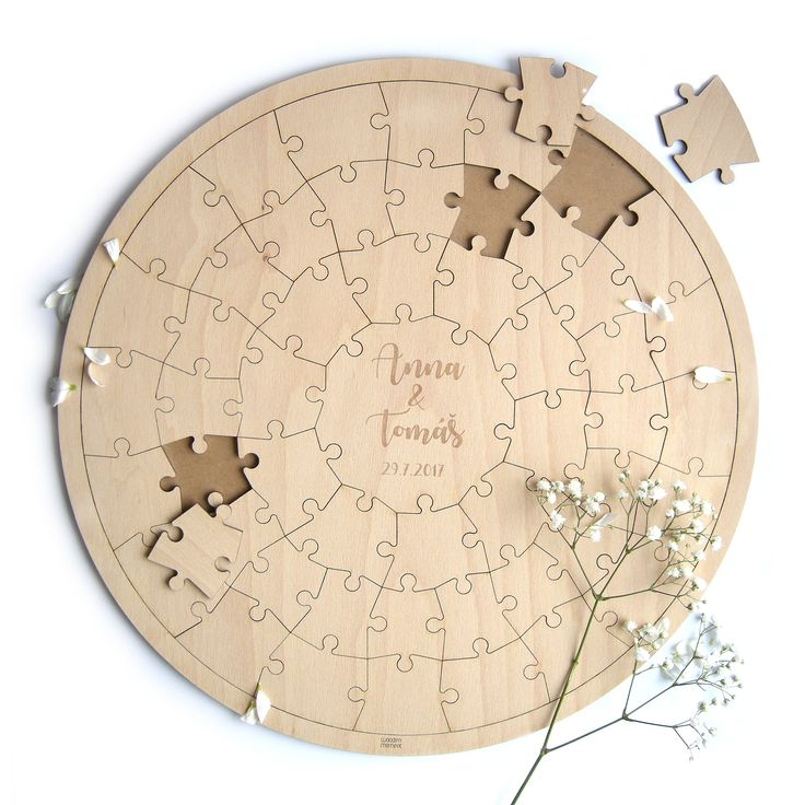 """Dřevěné+svatební+puzzle+Svatební+puzzle+představuje+originální+památku+na+výjimečné+svatební+chvíle+s+těmi+nejbližšími.+Každý+svatebčan+se+může+během+svatby+podepsat+na+jeden+dílek+puzzle+a+dohromady+tak+všichni+vytvoří+jedinečnou+mozaiku+pro+novomanžele!+A+i+po+letech+mohou+svatebčané+najít+""""svůj""""+dílek+třeba+v+obýváku+na+návštěvě+u+manželského+páru+a..."""