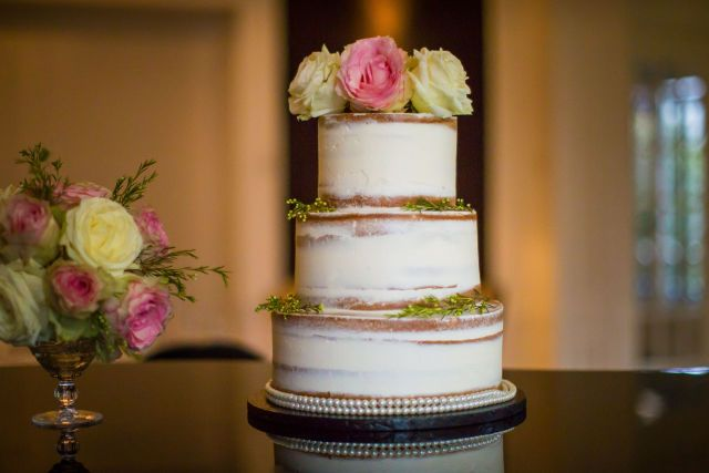 Credit: Selijn Fotografie - geen persoon, stilleven, bloem (plant), huwelijk (ritueel), binnenshuis, bloemstuk, vaas, ornament, tabel (meubels), rozen