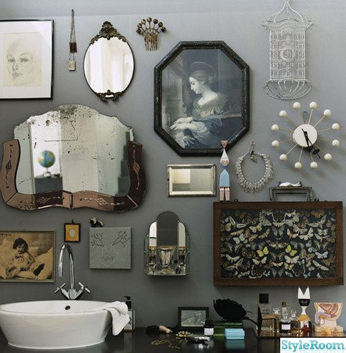Bathroom // Gothic //  Gray walls // Mirrors and pictures