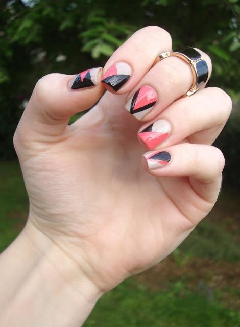 Cocos nails: Nude, noir et corail pour un nail art géometrique
