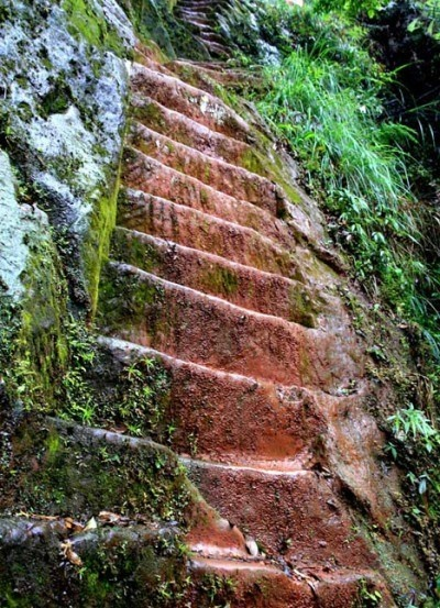 Jiangjin County in Southern ChongQing  Man carved 6,000 steps for his wife