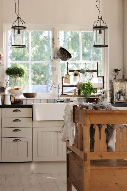 Innan vi gick på semester till Gotland tog jag den här bilden av vårt kök, husets hjärta. Här händer det gjejor!! I köket står ett lång...