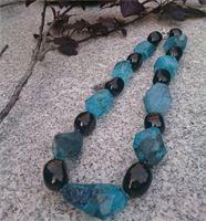 Agat med kvarts perler kombineret med jet nuggets, og små ametyst perlerr - fra Frk. Hein · Unika Smykker
