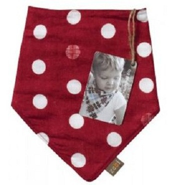 This red polka dot bib is one of my favorites in the store.  It is the perfect compliment to a white onesie.  Perfect match to the red bird onesie, red polka dot pants, or the brown linen pants @Baby Peanut.