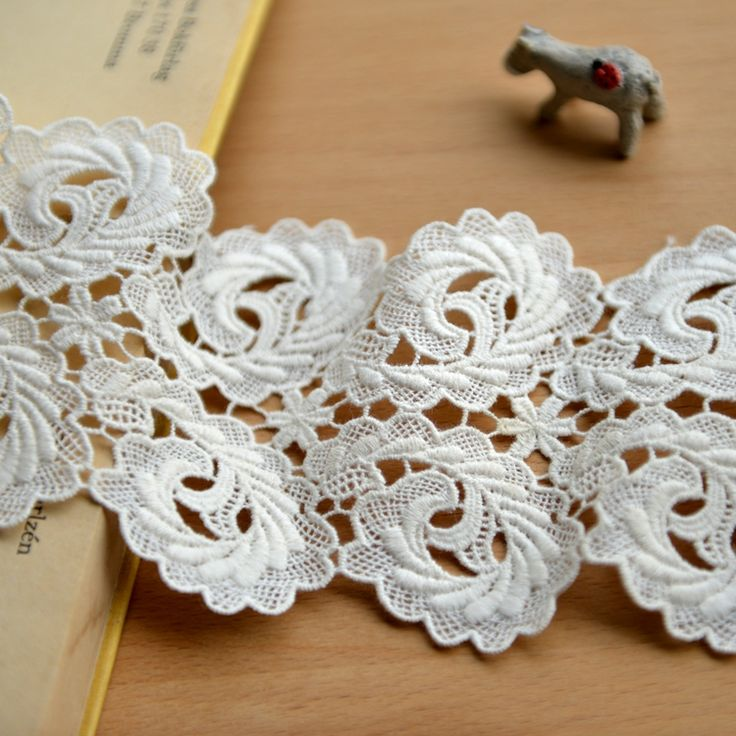 Floral lace trim vintage lace fabric Beige embroidered lace trimming 9cm wide 10 yards/lot(China (Mainland))