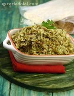 Appealing to look at, and soothing to taste, this Hariyali Matki Khichdi is chock-full of nutrients served in an irresistibly delicious form. This wholesome khichdi combines rice, moath beans and whole spices with a green paste comprised of coriander, green chillies, coconut, etc., resulting in a dish that delights the palate and satiates the tummy!