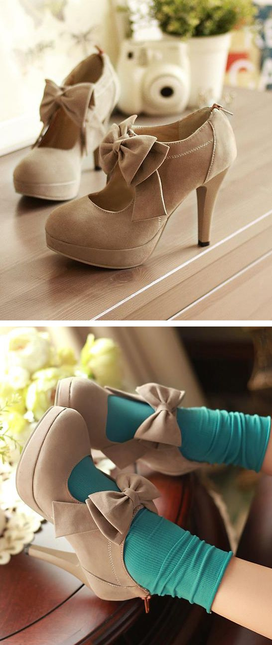 Grey bow booties